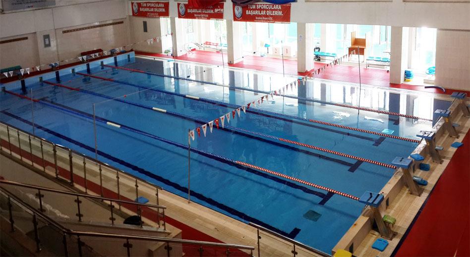 Burhan Felek Yüzme Havuzu