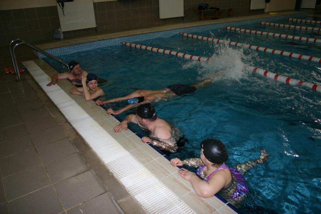 Grup yüzme dersleri